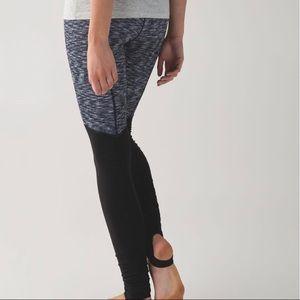 Lululemon high waisted legging size 4 EUC